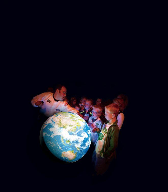 期間限定特別展示「触れる地球」