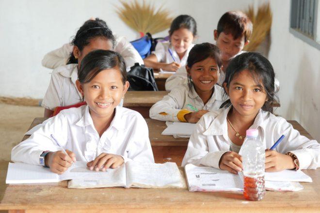 カンボジアの子どもたちに学校で学ばせたい!
